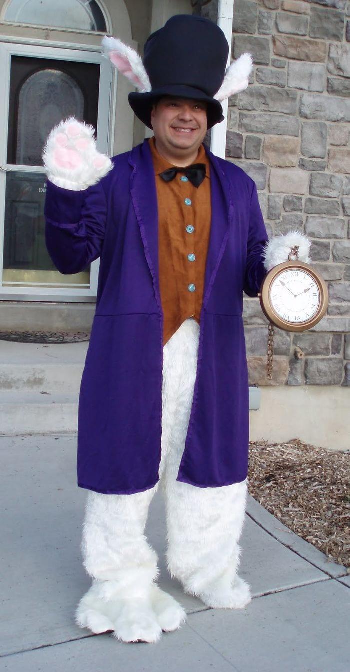 dad waves at school bus trolls son costumes 5b83ea0d38d57  700 - Сыну было неловко, что отец провожает его в школу, и он попросил не делать так. Папа воспринял это как вызов