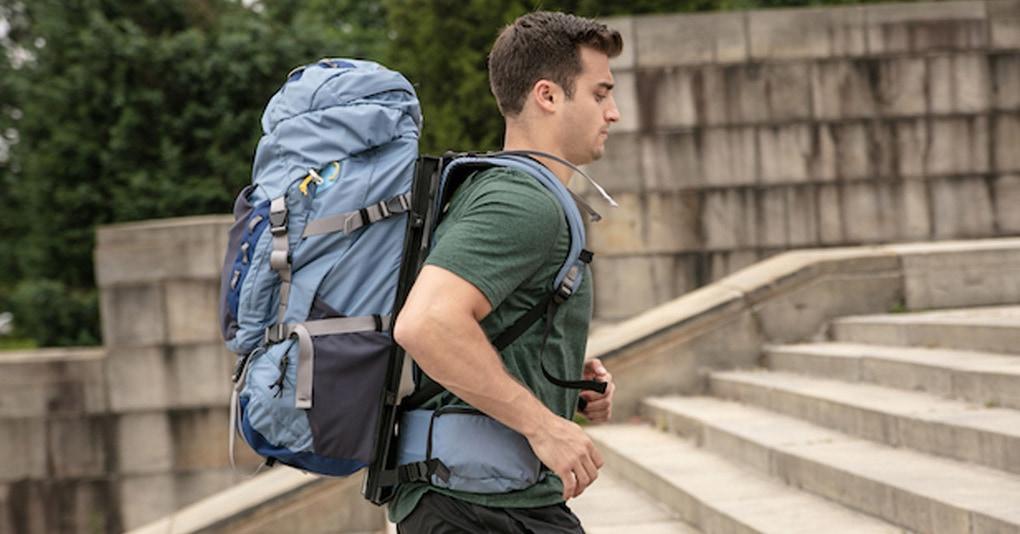 Этот новый «плавающий» рюкзак для путешествий буквально прыгает на спине, и это сломает вам мозг