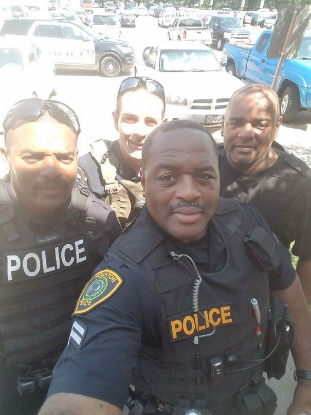 Criminal Dropped Phone Running From Police. They Took A Selfie And Told Him It Can Be Picked Up At The County Jail