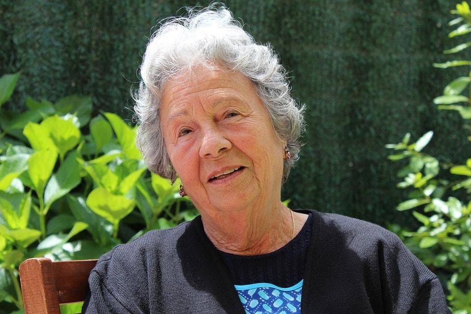Почему бабушки красят волосы в фиолетовый цвет? 1