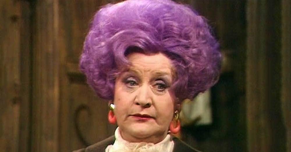 Почему бабушки красят волосы в фиолетовый цвет?