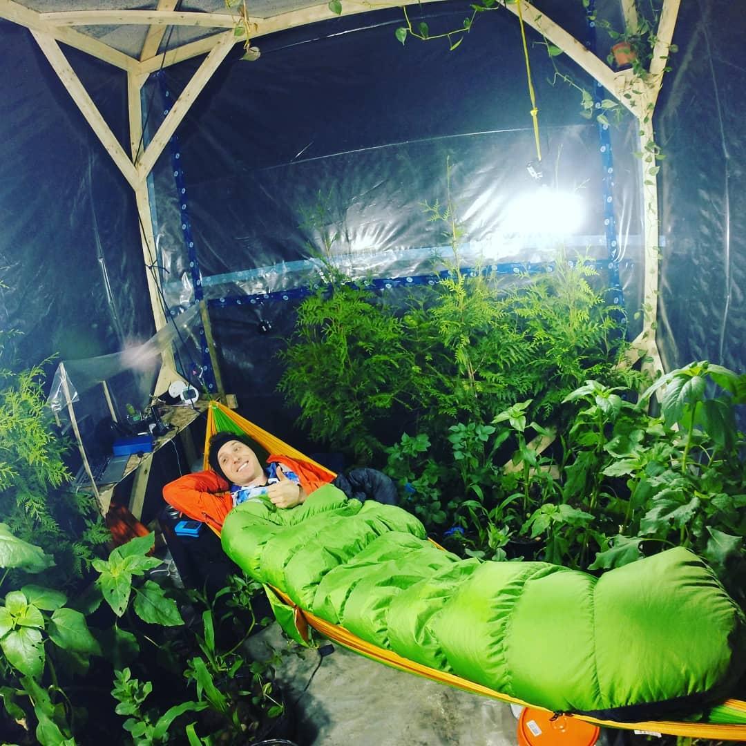 Учёный заточил себя в теплице, собираясь три дня дышать только растениями. Однако сдался он намного раньше 9