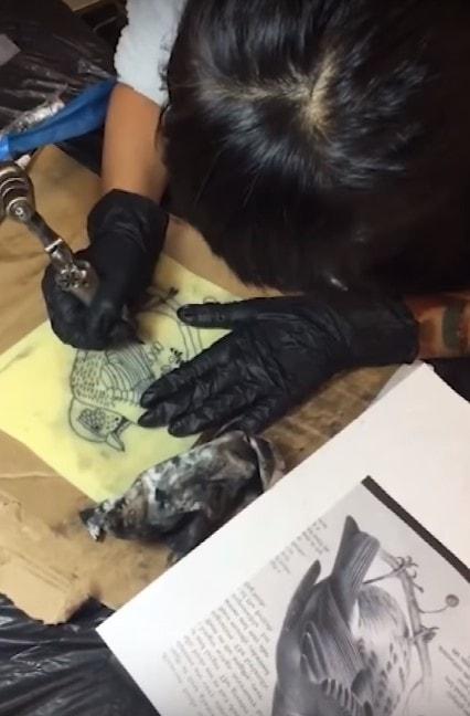 Вот уже три года 9-летняя японка делает татуировки. И у неё даже есть свои клиенты! 4