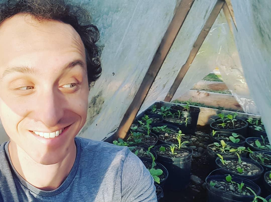 Учёный заточил себя в теплице, собираясь три дня дышать только растениями. Однако сдался он намного раньше 2