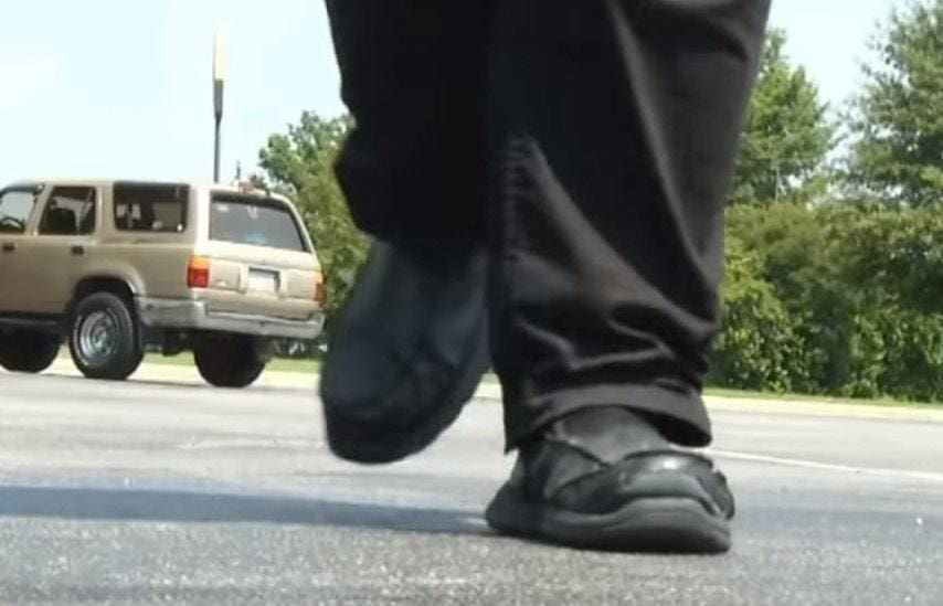 Девушка каждый день тратила 4 часа пешком, чтобы добраться до работы. Облегчить её участь взялся полицейский 3