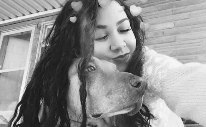 Девушка устроила слежку за своей собакой, т.к. та стала сбегать по ночам и толстеть. След привёл к Макдональдсу 4