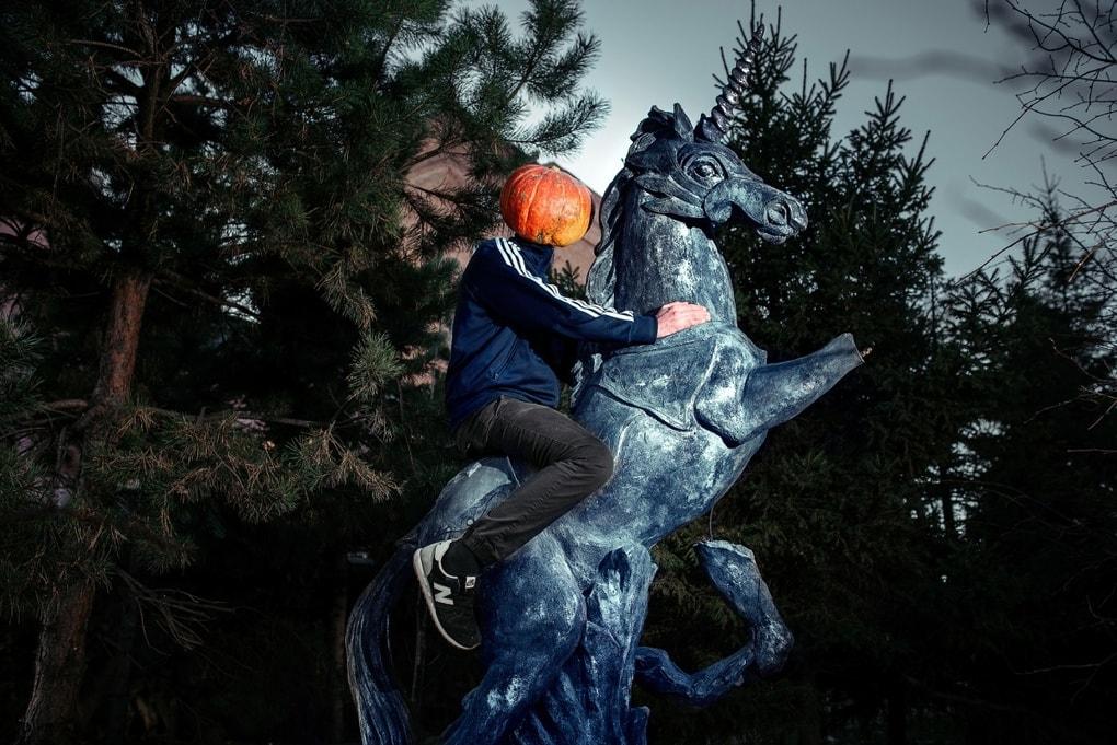 Фотограф из Новосибирска добавила России немного Хеллоуина и создала Тыкваря — парня с тыквой на голове 6