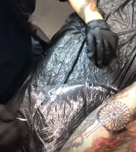 Вот уже три года 9-летняя японка делает татуировки. И у неё даже есть свои клиенты! 8