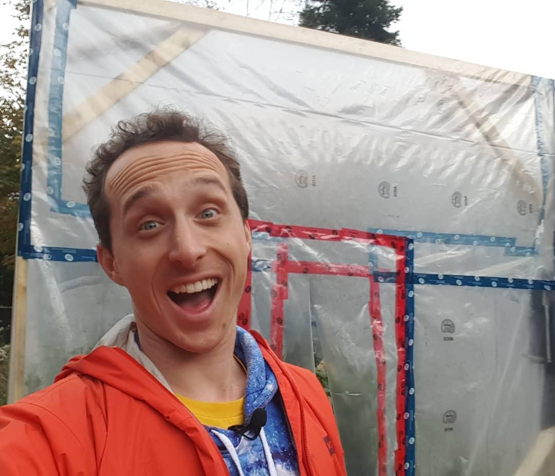 Учёный заточил себя в теплице, собираясь три дня дышать только растениями. Однако сдался он намного раньше 8