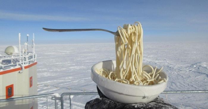 На антарктической станции провели эксперимент с лапшой быстрого приготовления. И от него сводит зубы