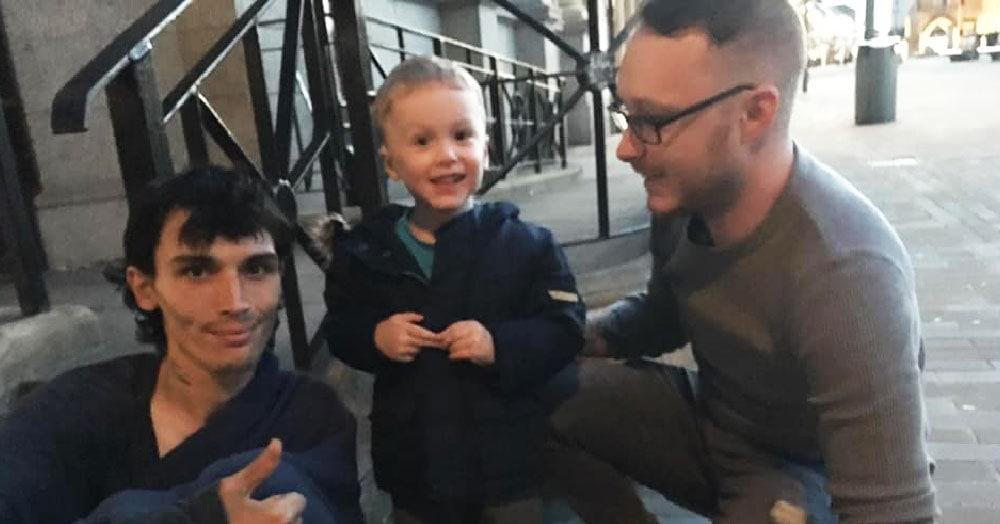 Двухлетний мальчик посмотрел фильм о бездомных и решил, что может помочь им. И действительно смог