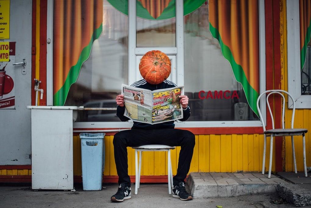 Фотограф из Новосибирска добавила России немного Хеллоуина и создала Тыкваря — парня с тыквой на голове 4
