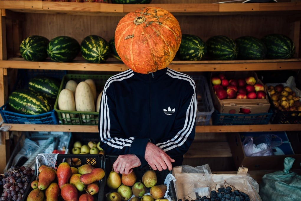 Фотограф из Новосибирска добавила России немного Хеллоуина и создала Тыкваря — парня с тыквой на голове 8