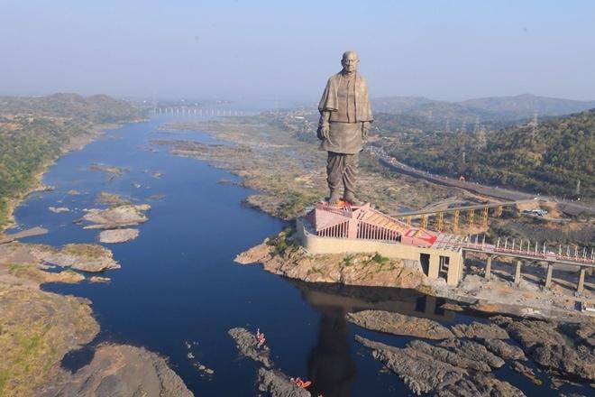 В Индии возвели самую высокую статую в мире, и чтобы оценить масштаб, нужно взглянуть на её ноги 7