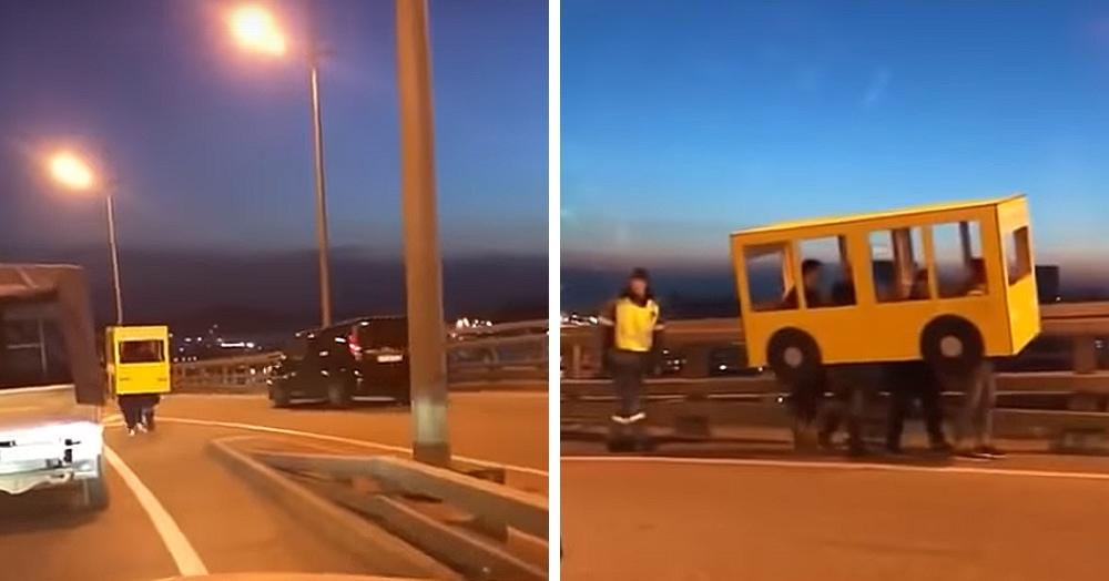 Жители Владивостока пересекают Золотой мост, притворившись автобусом. Звучит забавно? Выглядит ещё забавнее