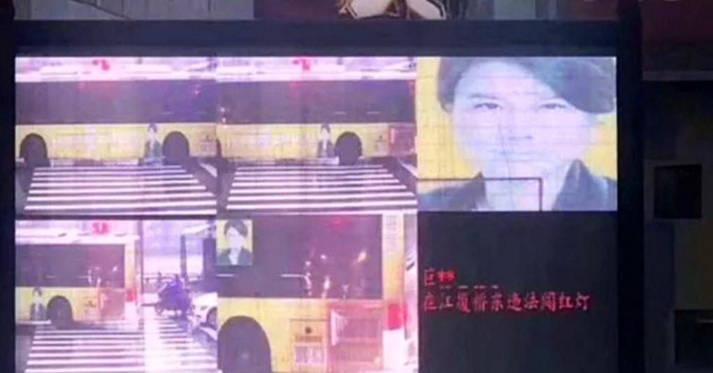В Китае ИИ ошибочно оштрафовал женщину за переход на красный. Камера перепутала её лицо с автобусом