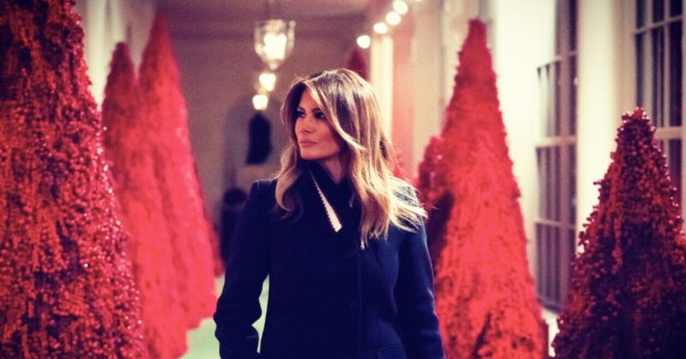 Меланья Трамп украсила Белый дом к Рождеству. Пользователи Твиттера гадают, что им это напоминает