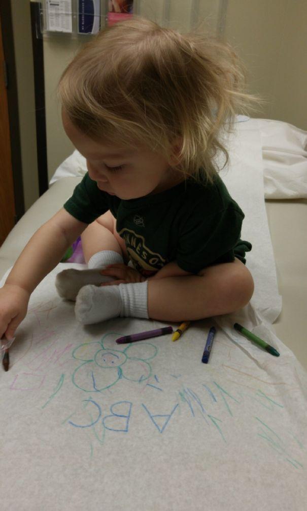 Принесите карандаши к доктору, когда у ваших детей есть проверка. Это заставляет всех отвлекаться во время ожидания