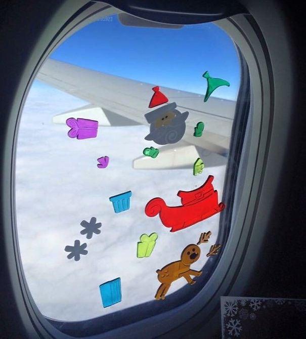 Мой малыш был занят более 30 минут, играя с этими наклейками на окне на плоскости. Легко для того чтобы упаковать, потеха для их, и дешево!