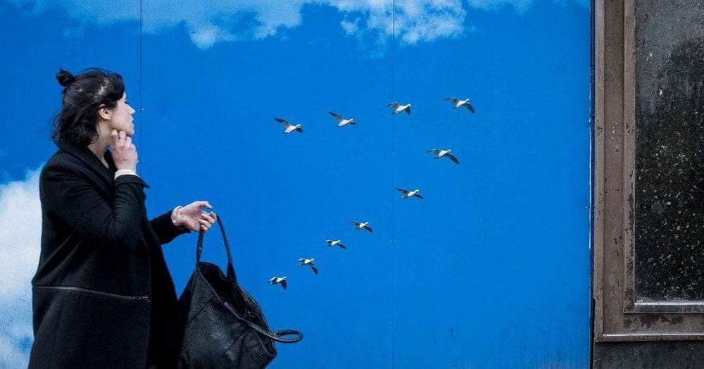 Испанский фотограф ловит удачные моменты и показывает, что мир вокруг нас полон забавных совпадений