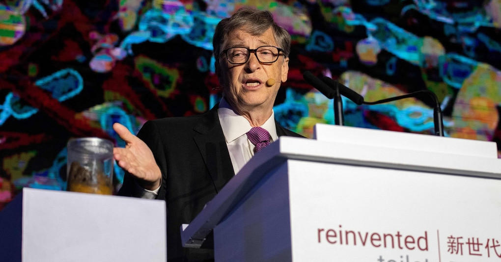 Билл Гейтс представил миру «унитаз будущего», работающий без воды. Но в сети над этим лишь смеются
