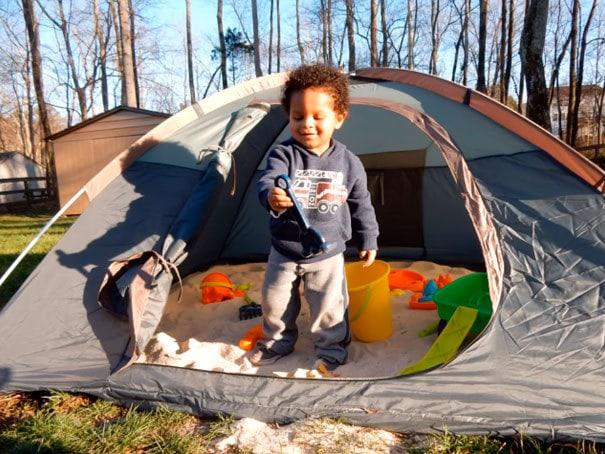 Используйте палатку, чтобы сделать песочницу. Вы сможете закрыть его во время ночи, чтобы сохранить кошек