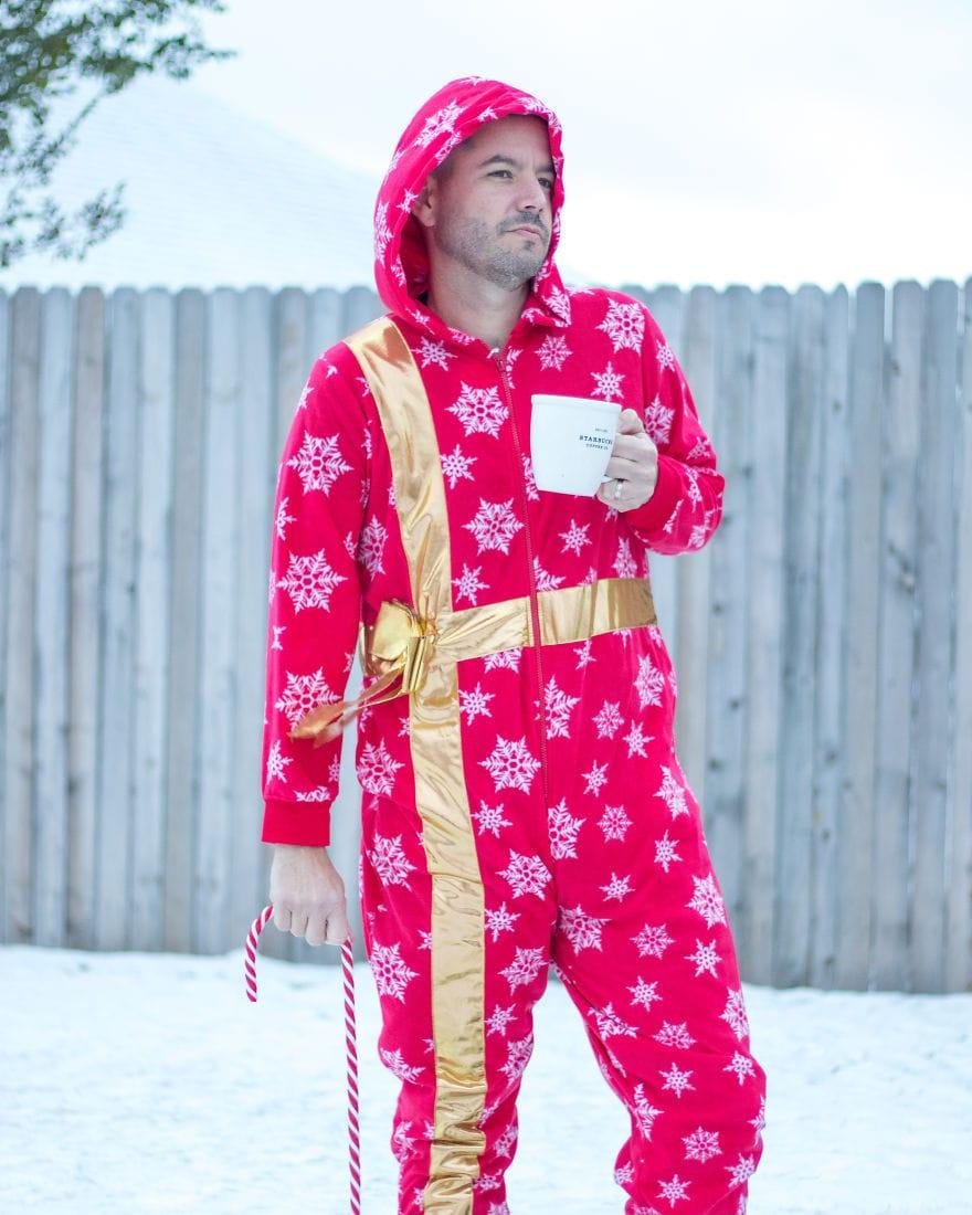 Американец устроил фотосессию в диковатой рождественской одежде. И подошёл со всей серьёзностью! 2
