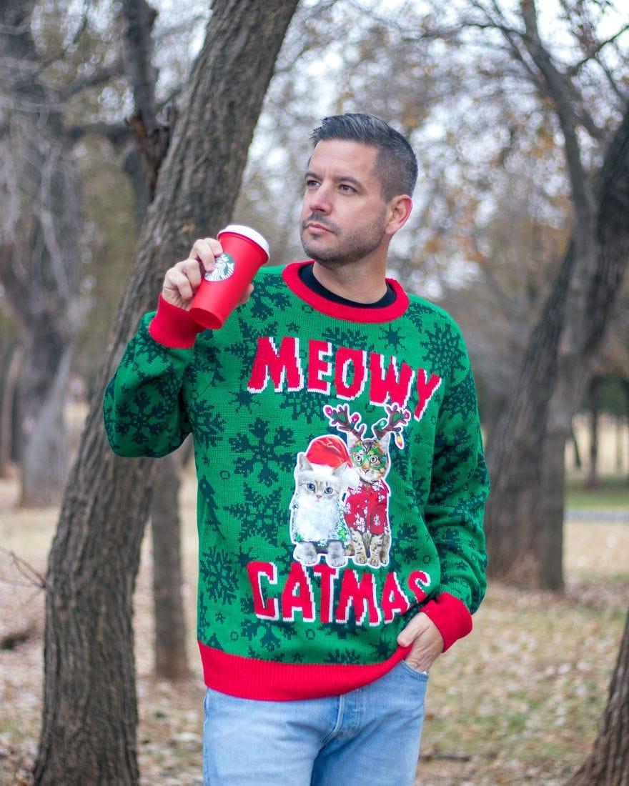 Американец устроил фотосессию в диковатой рождественской одежде. И подошёл со всей серьёзностью! 3