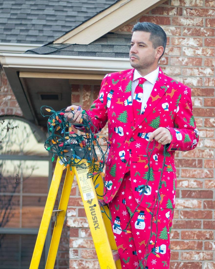 Американец устроил фотосессию в диковатой рождественской одежде. И подошёл со всей серьёзностью! 7