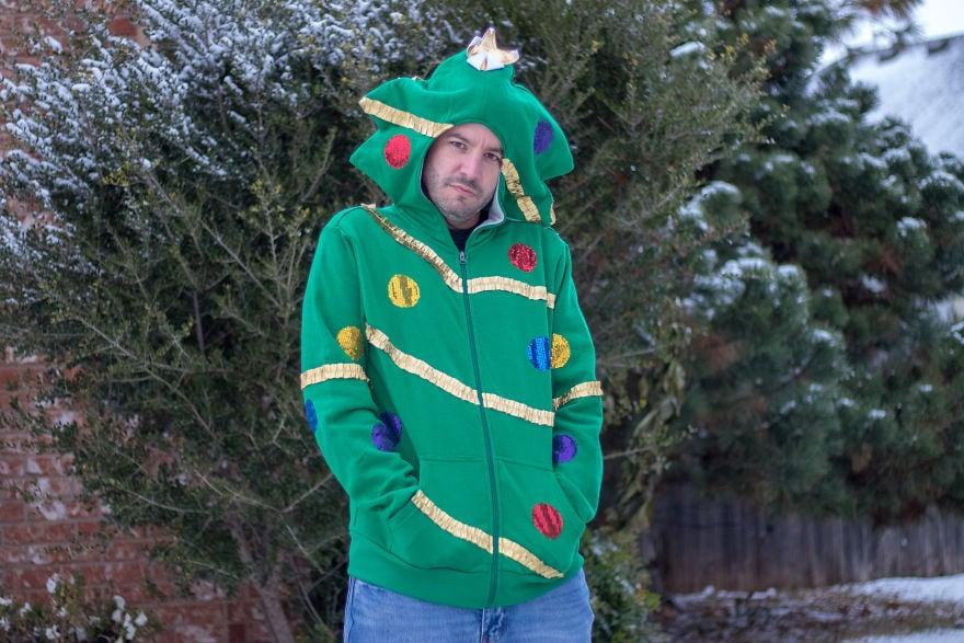 Американец устроил фотосессию в диковатой рождественской одежде. И подошёл со всей серьёзностью! 8