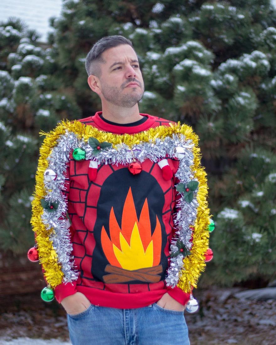 Американец устроил фотосессию в диковатой рождественской одежде. И подошёл со всей серьёзностью! 9