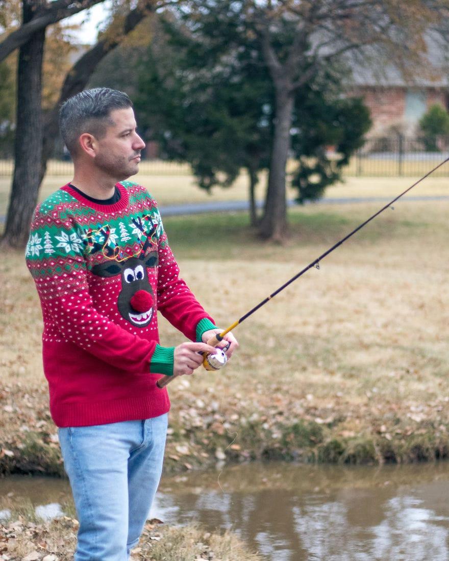 Американец устроил фотосессию в диковатой рождественской одежде. И подошёл со всей серьёзностью! 10