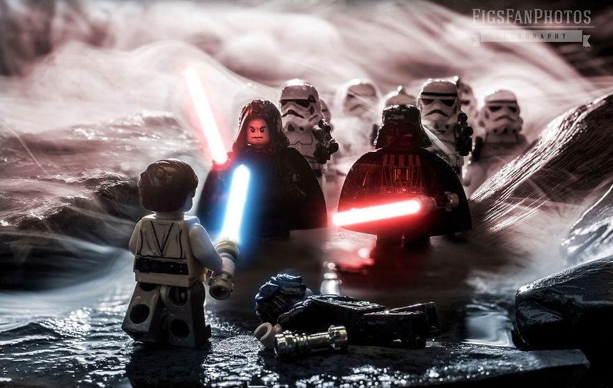 Фотограф снимает игрушки Lego и сам создаёт для них спецэффекты. И вот как выглядят его работы до и после 97