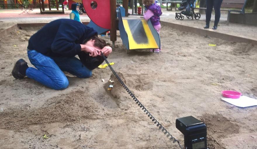 Фотограф снимает игрушки Lego и сам создаёт для них спецэффекты. И вот как выглядят его работы до и после 107