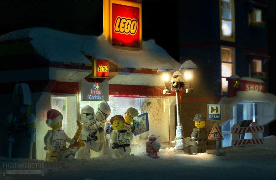 Фотограф снимает игрушки Lego и сам создаёт для них спецэффекты. И вот как выглядят его работы до и после 110