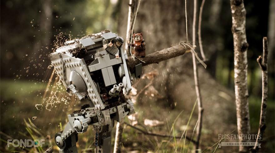 Фотограф снимает игрушки Lego и сам создаёт для них спецэффекты. И вот как выглядят его работы до и после 112