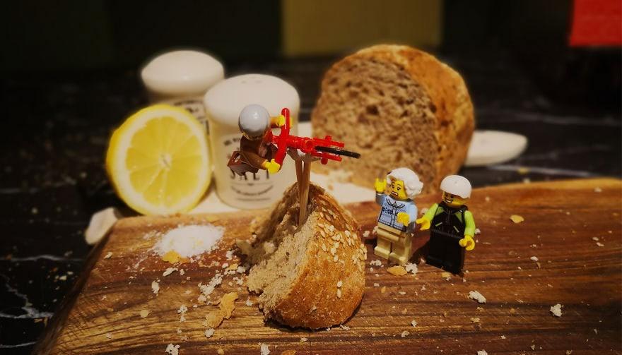 Фотограф снимает игрушки Lego и сам создаёт для них спецэффекты. И вот как выглядят его работы до и после 113
