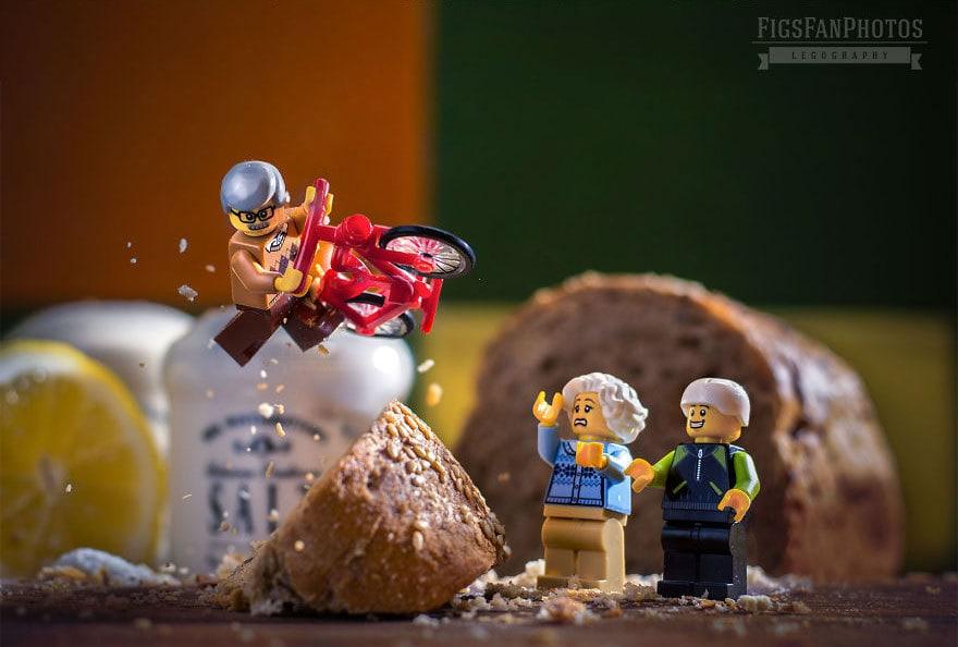 Фотограф снимает игрушки Lego и сам создаёт для них спецэффекты. И вот как выглядят его работы до и после 114