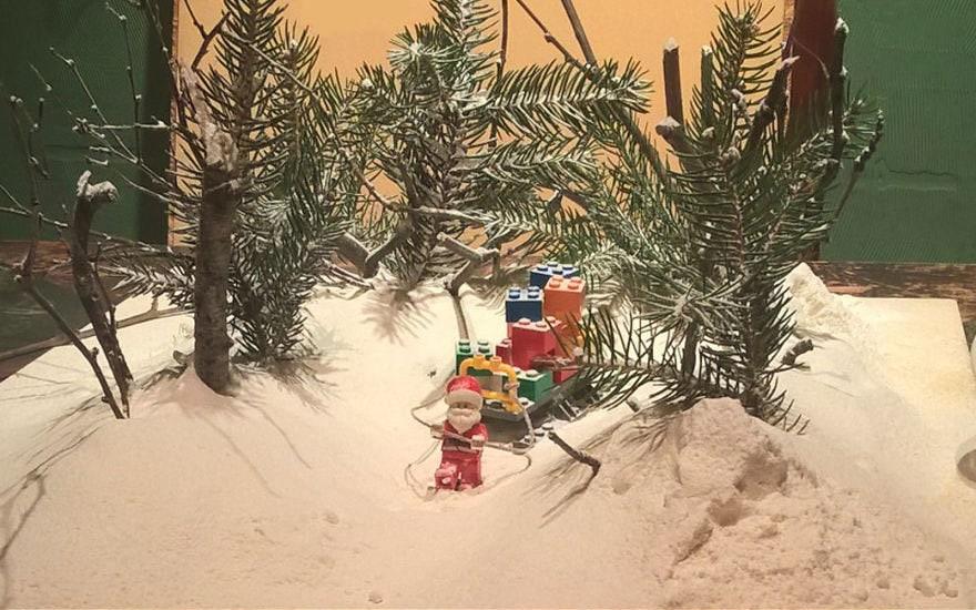 Фотограф снимает игрушки Lego и сам создаёт для них спецэффекты. И вот как выглядят его работы до и после 117