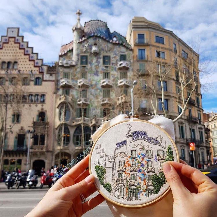 Пара путешествует по Европе и запечатлевает увиденное, но не на фото. Они это вышивают! 1