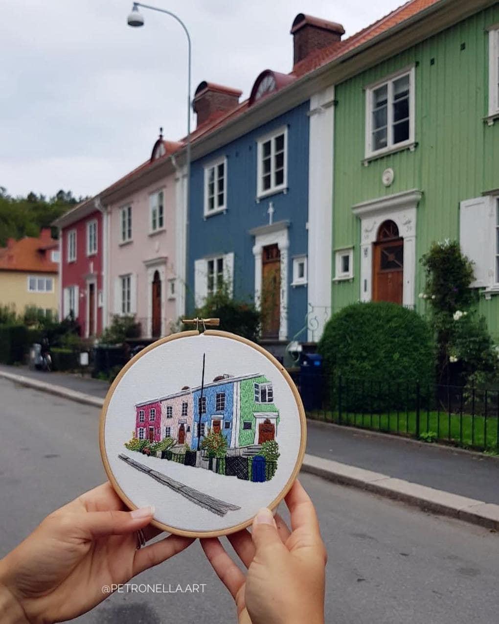 Пара путешествует по Европе и запечатлевает увиденное, но не на фото. Они это вышивают! 2