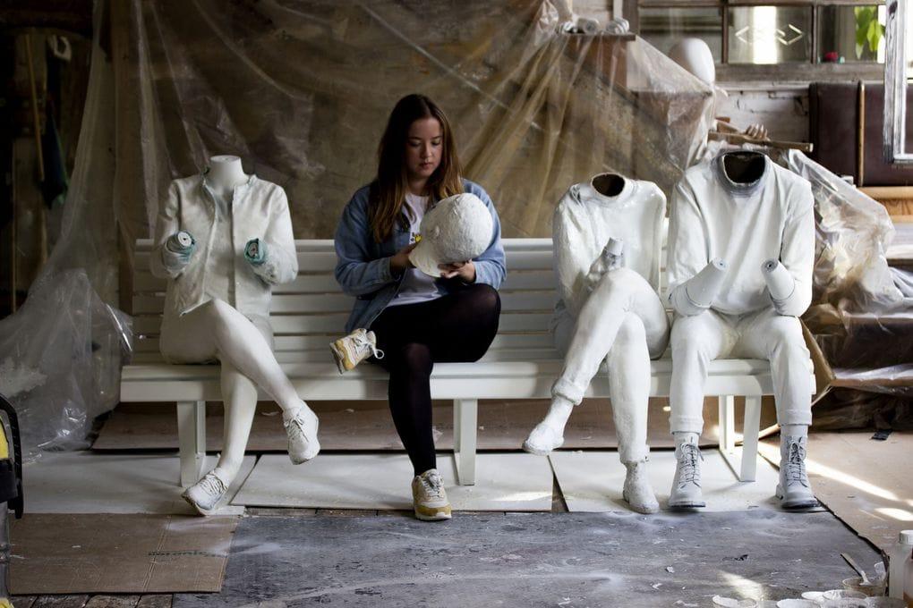 На фестивале света в Амстердаме появилась скульптура, которая показывает нашу одержимость гаджетами 28