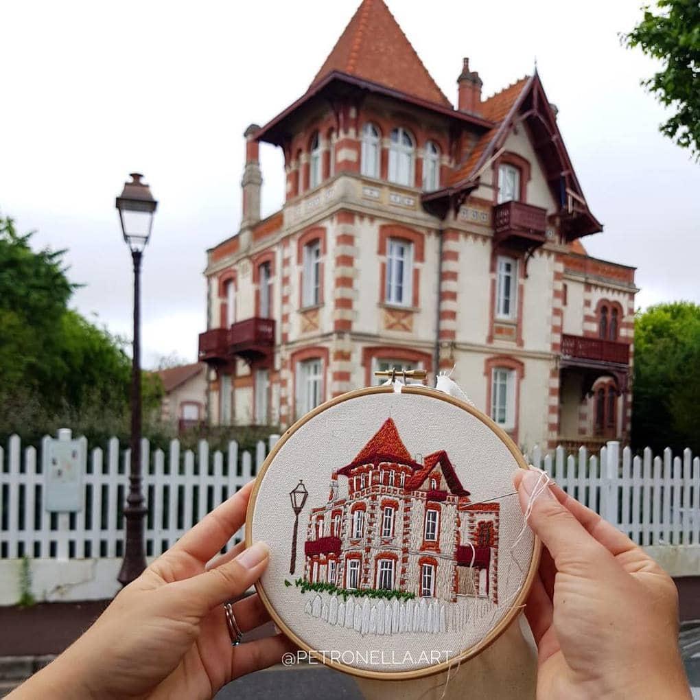 Пара путешествует по Европе и запечатлевает увиденное, но не на фото. Они это вышивают! 5