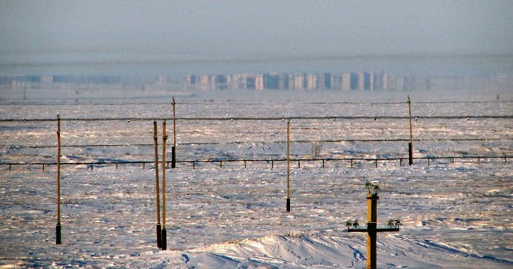 Мужчина показал фото с домами на горизонте. Но вот подвох — до ближайшего города там 300 километров