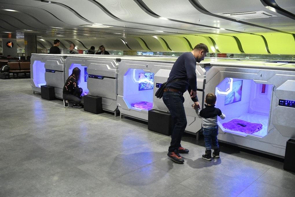 Будущее уже наступило: в аэропорту Пулково появился капсульный отель с футуристичным дизайном 8