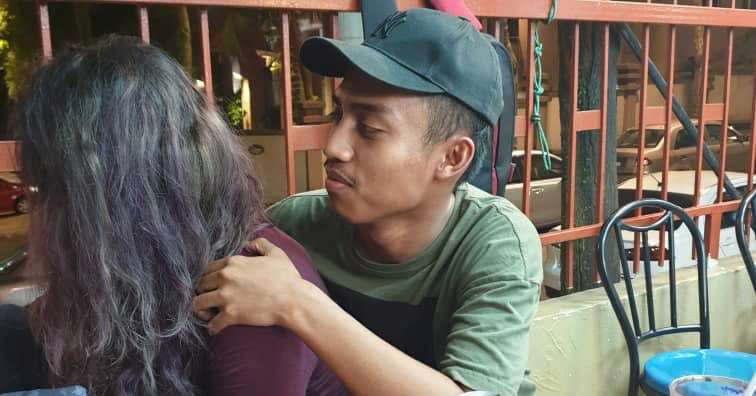 Малайзиец разыграл жену фоткой с «другой девушкой». Жена обиделась, а девушка взял и повернулся