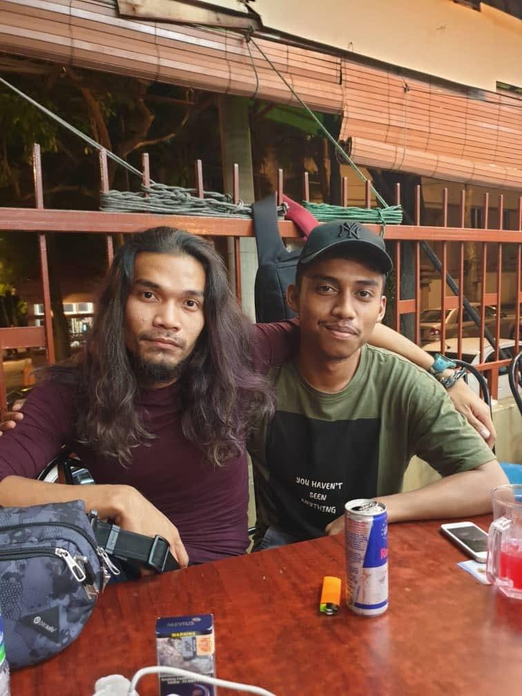 Малайзиец разыграл жену фоткой с «другой девушкой». Жена обиделась, а девушка взял и повернулся 12