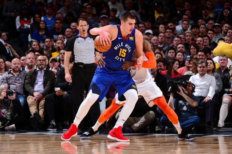 Баскетболист помог сопернику и не стал забивать мяч. И это не предательство, а минутка доброты 15