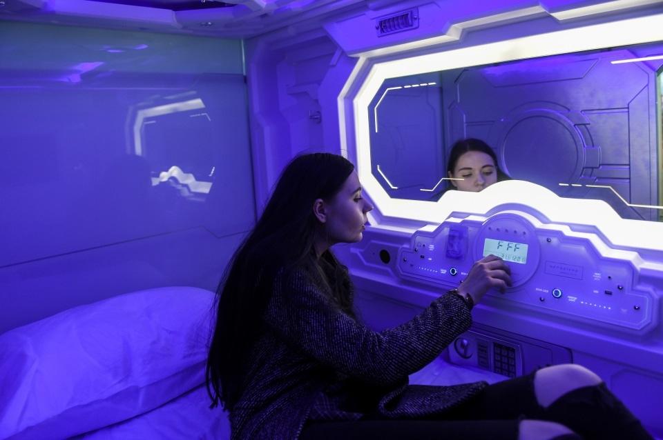 Будущее уже наступило: в аэропорту Пулково появился капсульный отель с футуристичным дизайном 9
