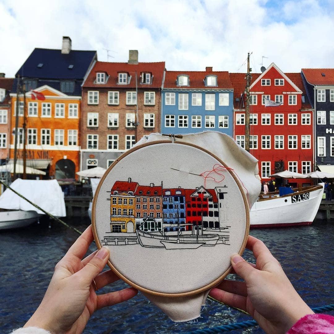 Пара путешествует по Европе и запечатлевает увиденное, но не на фото. Они это вышивают! 7